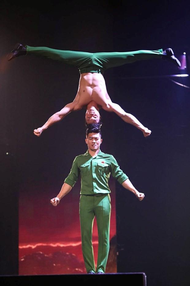 Acrobatas de Vietnam brillan en programa de talentos de television britanica hinh anh 1