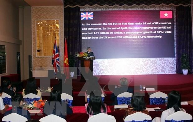 Vietnam y Reino Unido conmemoran el 45 aniversario de nexos diplomaticos hinh anh 1