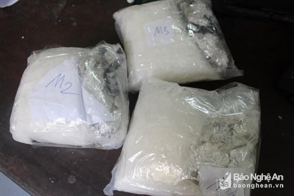Detienen a traficante con 3,3 kilogramos de metanfetamina en provincia vietnamita hinh anh 1