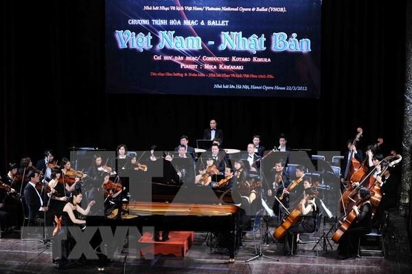 """Artistas de Vietnam y Japon llevan """"Sinfonia de verano"""" a publico de Hanoi hinh anh 1"""