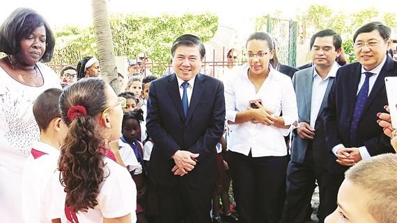 Cuba y Vietnam estrecharon relaciones en turismo hinh anh 1