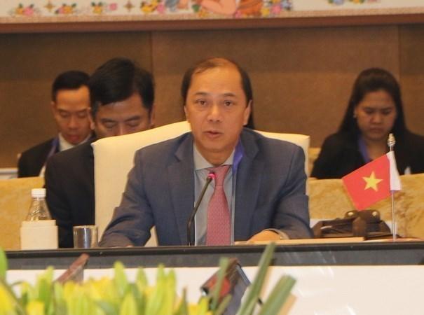 Altos funcionarios de ASEAN y China se reunen en Singapur hinh anh 1