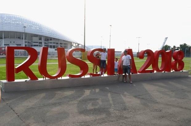 Fanaticos vietnamitas viajan a Rusia en ocasion de Copa Mundial de Futbol hinh anh 1