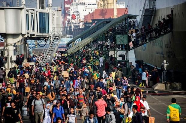 Fallecen al menos 13 personas al naufragar barco sobrecargado en Indonesia hinh anh 1