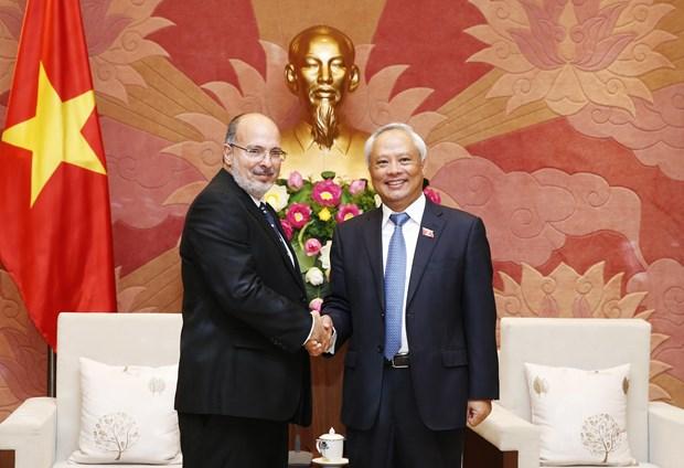 Dirigente parlamentario vietnamita resalta relaciones de amistad con Cuba hinh anh 1