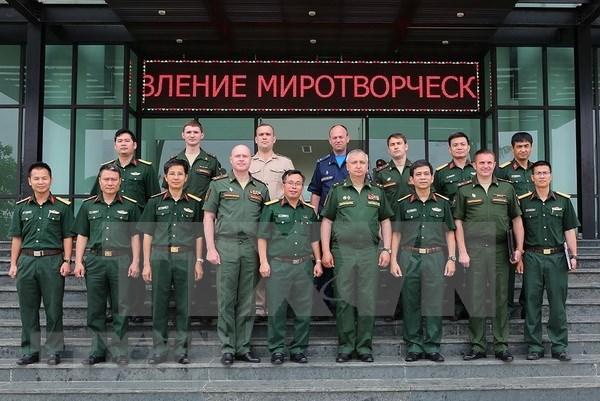 Impulsan Rusia y Vietnam relaciones entre ministerios de Defensa y a favor de la paz hinh anh 1