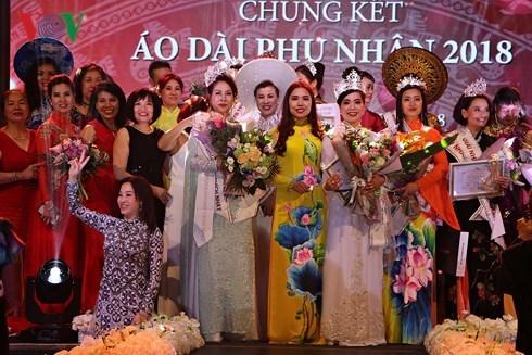 """Premian primer concurso """"Senoras de Ao Dai de Vietnam en Europa"""" hinh anh 1"""