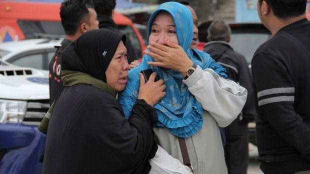 Aumentan a 180 el numero de desaparecidos por naufragio en Indonesia hinh anh 1