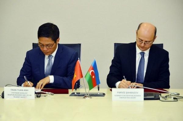 Vietnam y Azerbaiyan intensificaran cooperacion en sectores de energia y petroleo hinh anh 1