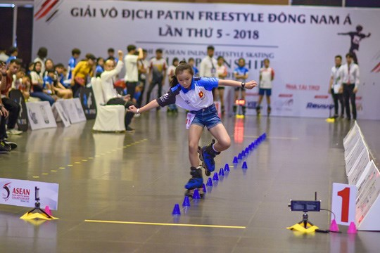 Celebran en Vietnam Campeonato regional de patinaje de estilo libre hinh anh 1
