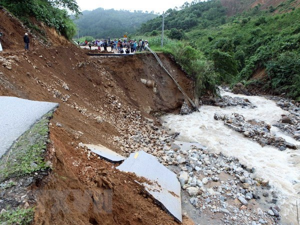 Aumenta a 14 numero de muertos por inundaciones en Vietnam hinh anh 1