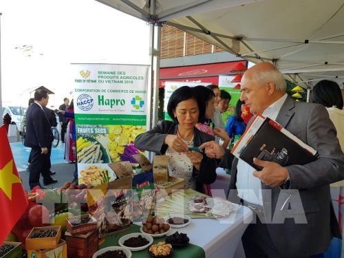 Productos agricolas de Vietnam conquistan el mercado frances hinh anh 1