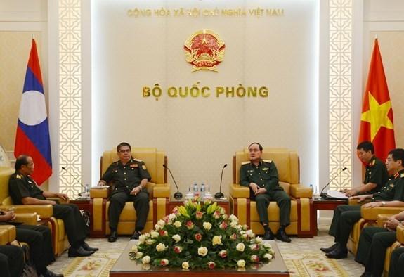 Ejercitos de Vietnam y Laos fortalecen cooperacion hinh anh 1