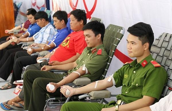 Vietnam obtiene nueve mil unidades de sangre en campana de donacion hinh anh 1