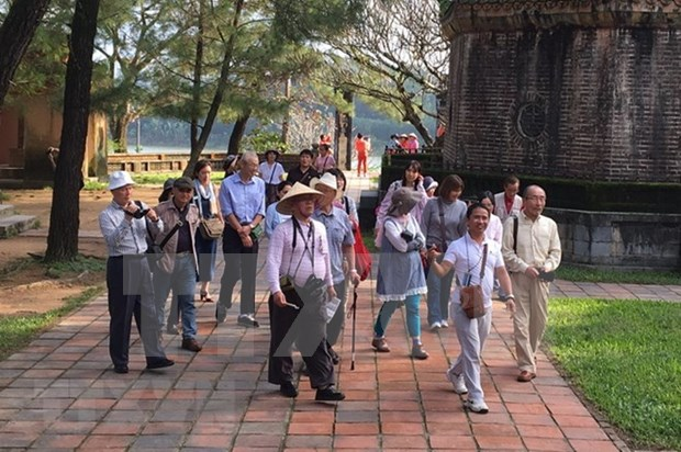 Vietnam recibe casi ocho millones de turistas foraneos en primer semestre hinh anh 1