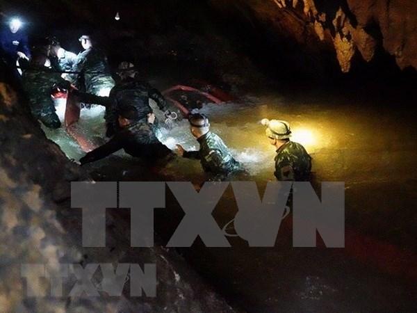Avanza el rescate de 12 ninos atrapados en una cueva en Tailandia hinh anh 1