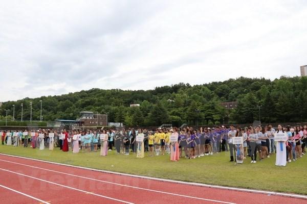Celebran torneo de futbol de estudiantes vietnamitas en Sudcorea hinh anh 1