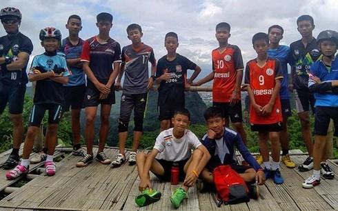 Encuentran con vida a equipo infantil de futbol atrapado en cueva de Tailandia hinh anh 1