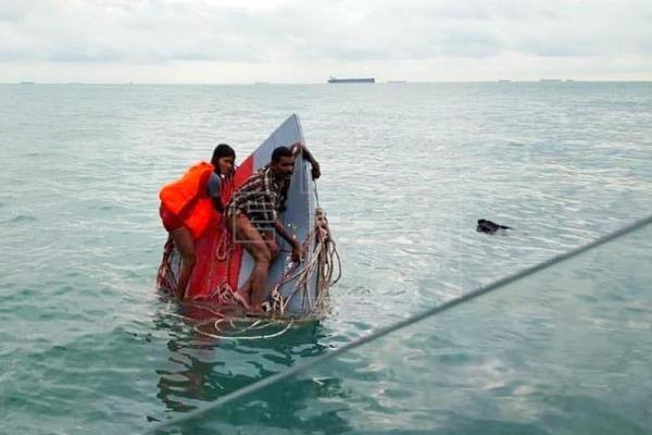 Malasia: Un muerto y 18 desaparecidos en naufragio de barco con migrantes hinh anh 1
