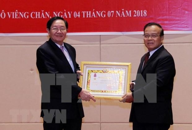 Dirigentes laosianos aprecian experiencias vietnamitas en gestion de funcionarios hinh anh 1