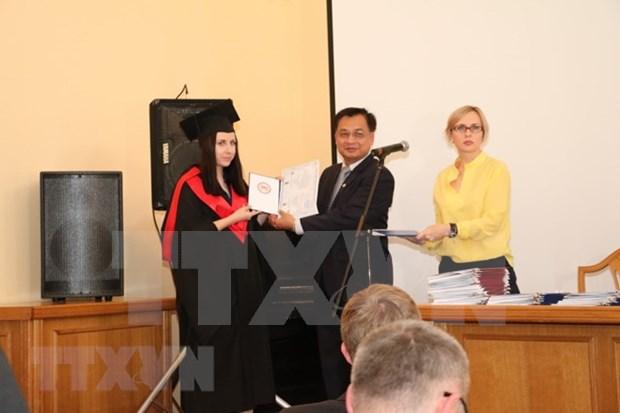 Robustecen ensenanza del idioma vietnamita en Ucrania hinh anh 1