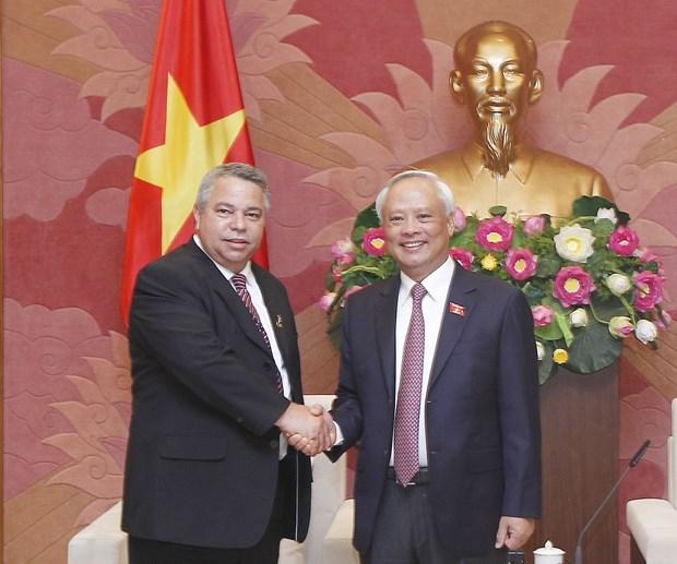 Vietnam reitera relaciones de amistad con Cuba hinh anh 2