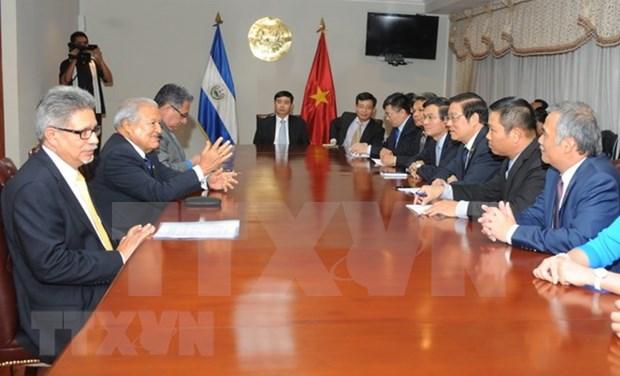 Presidente salvadoreno elogia relaciones multifaceticas con Vietnam hinh anh 1