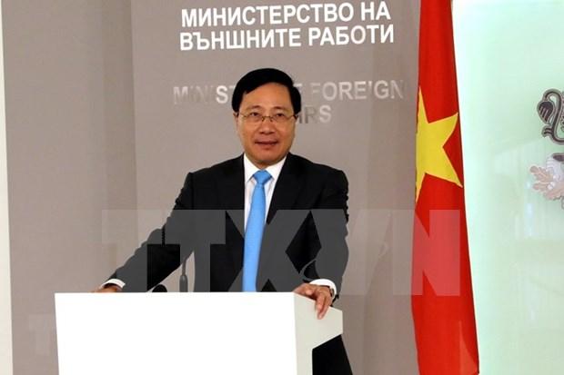 Continua viceprimer ministro Pham Binh Minh su visita en Rumania hinh anh 1