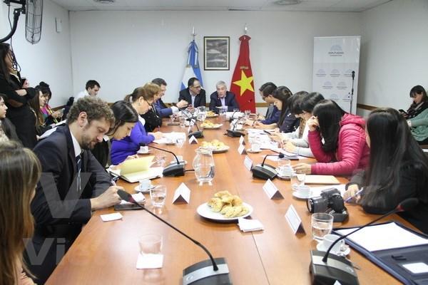 Fomentan cooperacion entre uniones de mujeres de Vietnam y Argentina hinh anh 2