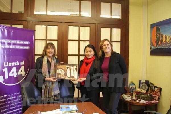 Fomentan cooperacion entre uniones de mujeres de Vietnam y Argentina hinh anh 1