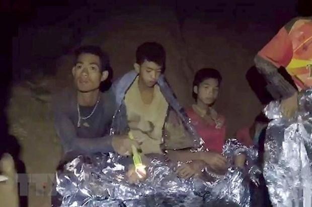 En estado estable de salud los primeros rescatados en la cueva en Tailandia hinh anh 1