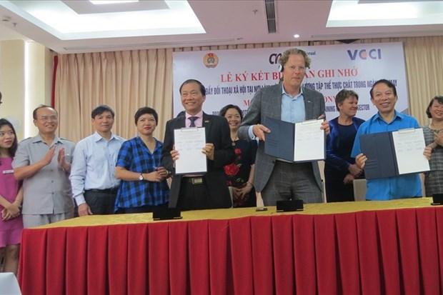 Acuerdo sobre dialogo con trabajadores textiles entre Vietnam y Paises Bajos hinh anh 1