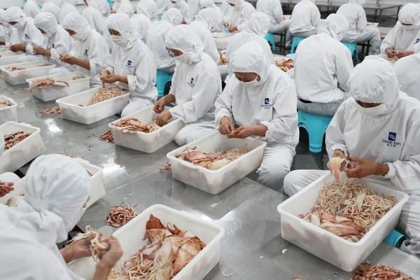 Analizan posible impacto en economia vietnamita de guerra comercial entre China y Estados Unidos hinh anh 1