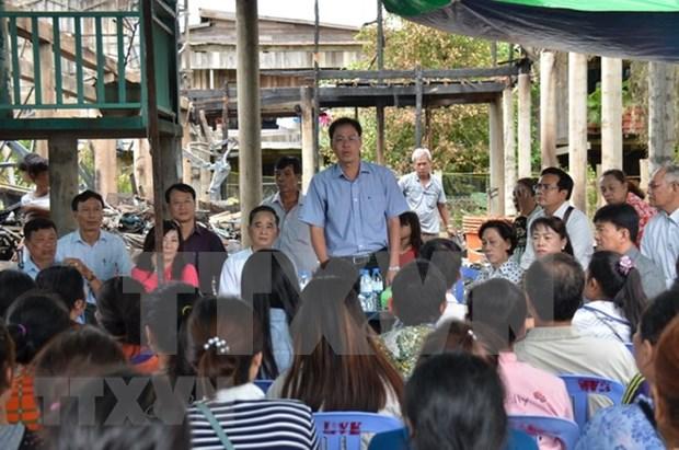 Apoyan a familias vietnamitas afectadas por incendio en Phnom Penh hinh anh 1