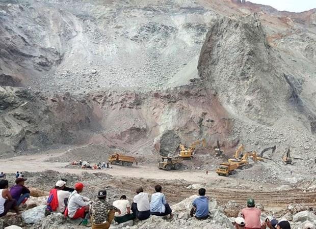 Al menos 15 muertos por avalancha sobre una mina en Myanmar hinh anh 1
