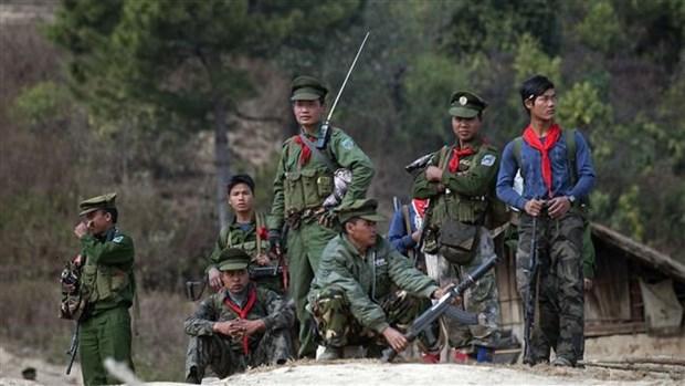 Grupos armados en Myanmar comprometidos con negociaciones de paz hinh anh 1
