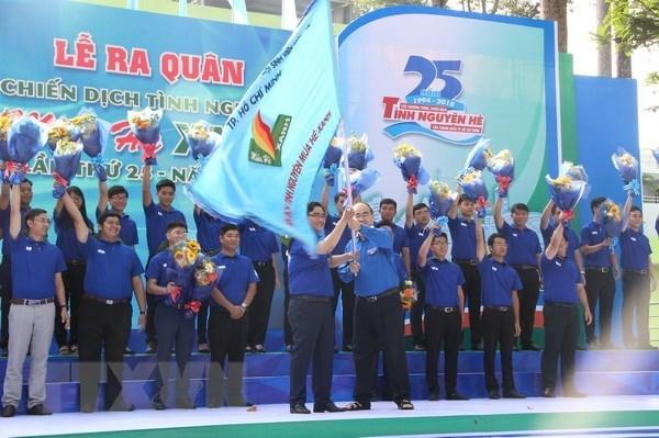 Miles estudiantes participan en campana voluntaria de verano hinh anh 1