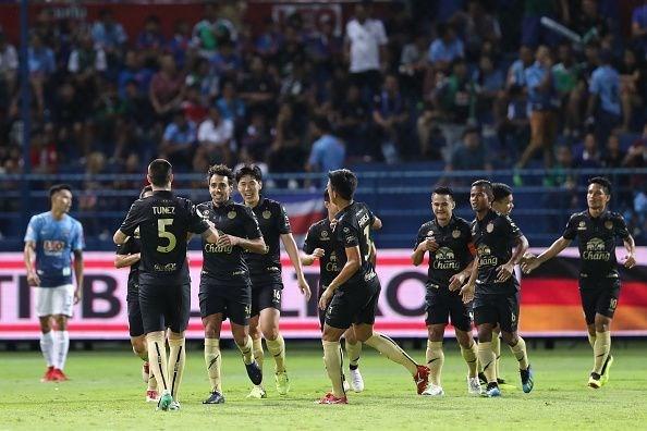 Acusan a 15 tailandeses por arreglar resultados de partidos de futbol hinh anh 1