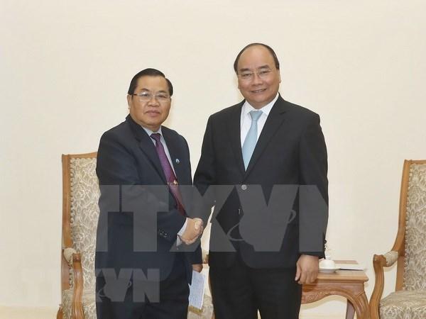 Premier de Vietnam aboga por fortalecimiento de nexos parlamentarios con Laos hinh anh 1