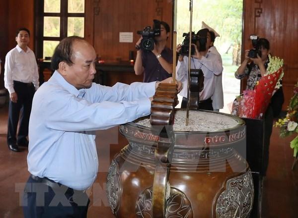 Premier vietnamita rinde homenaje al presidente Ho Chi Minh hinh anh 1