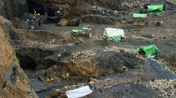 Al menos 27 desparecidos tras deslizamiento de tierra en Myanmar hinh anh 1