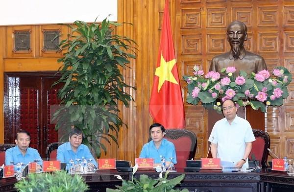 Premier vietnamita insta a sindicatos a prestar mayor atencion a los trabajadores hinh anh 1