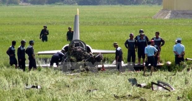 Dos pilotos fallecidos en accidente de avion militar vietnamita en entrenamiento hinh anh 1