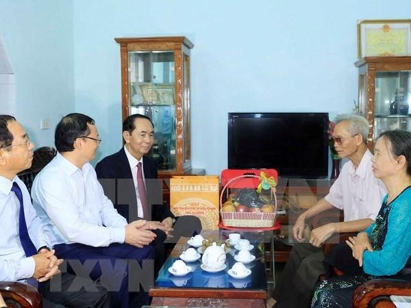 Presidente de Vietnam recuerda a los martires en su visita a provincia de Hung Yen hinh anh 1
