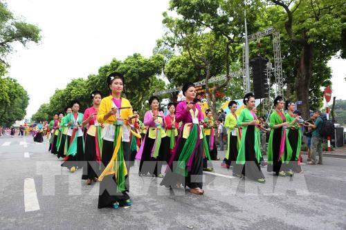 Festival callejero por 10 anos de ampliacion de demarcacion administrativa de Hanoi hinh anh 1