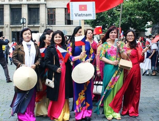 Divulgan cultura y turismo de Vietnam en Eslovaquia hinh anh 1