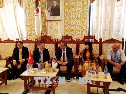 Vietnam presenta oportunidades de inversion y comercio en Argelia hinh anh 1