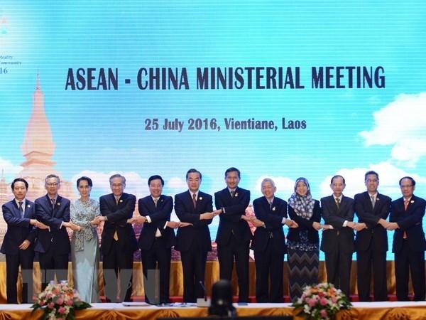 ASEAN y China acuerdan un documento unico para negociacion de COC hinh anh 1