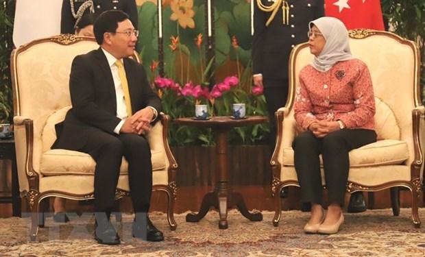 Vicepremier vietnamita se reune con dirigentes de Singapur hinh anh 1