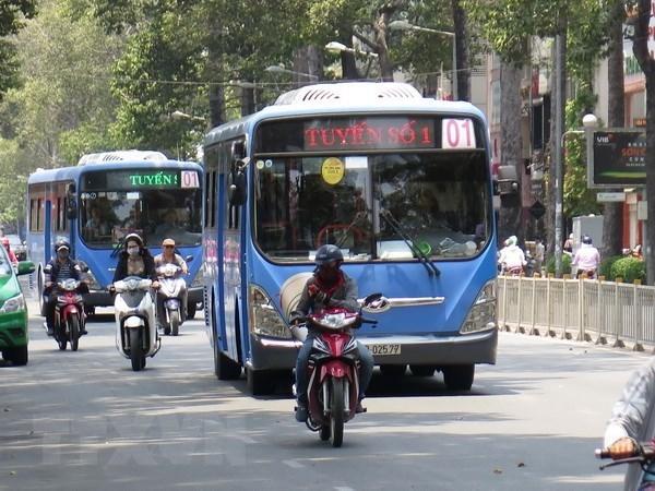 Hanoi pondra en operacion a partir de manana autobuses con combustible limpio hinh anh 1